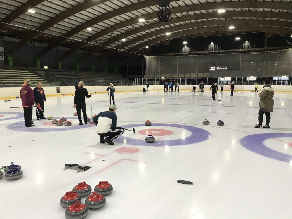 23/11: Wederom drukte op het ijs