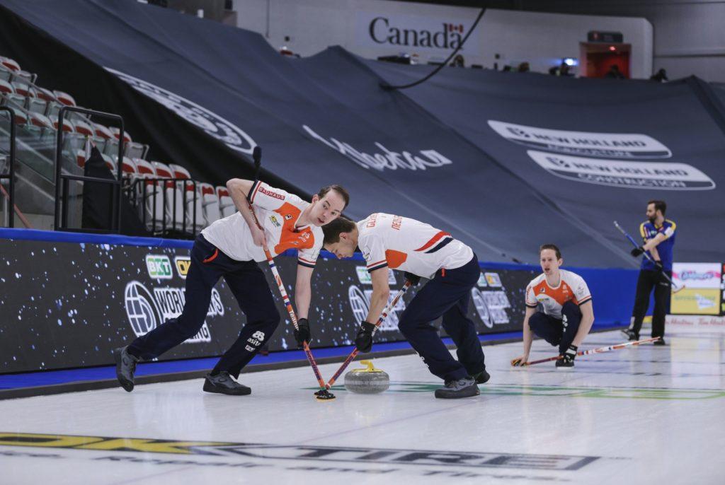 WK Curling 2021 Team Netherlands and Sweden